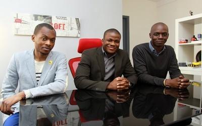 De gauche à droite : les architectes Anthony Niaty-Mouamba et François Johannes Codjo ; Le président de l'Association Dynafrica Amadou Cissokho  (photos David Raynal)