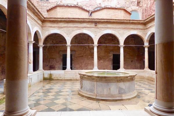 L'un des cloîtres du monastère de Escaladei. @C.Gary