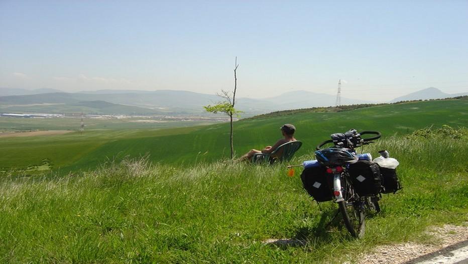 Rien de tel qu'une halte devant ce splendide panorama avant de reprendre sa route.... (Photo Ducke)