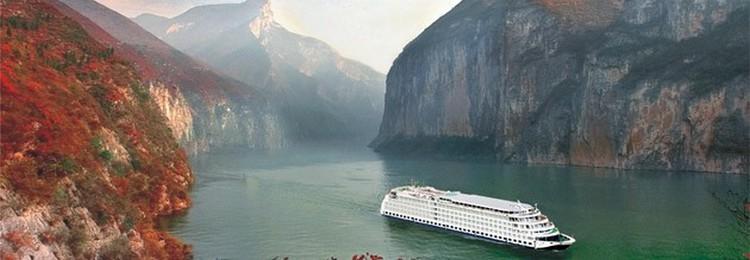 Élancé, confortable et moderne, le navire, mis en service en 2012, se fond dans le paysage avec ses 5 ponts, ses 136 mètres de long et ses 19,6 mètres de large. Ici, la vie à bord rime avec confort. (Crédit photo Sinorama Voyages)