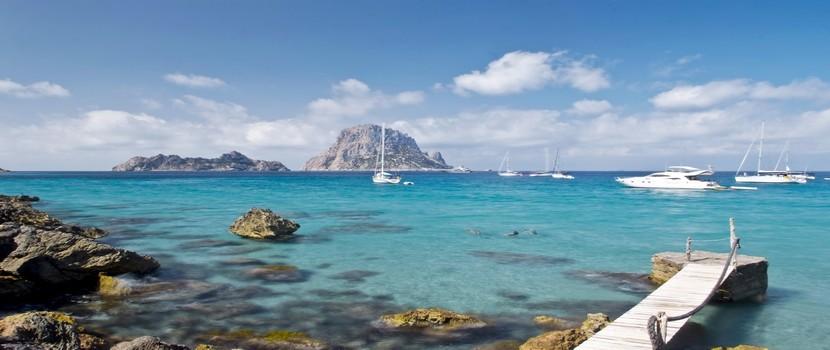 Les plages sont innombrables. Baignées par une eau cristalline, certaines criques sont protégées des projets immobiliers par leurs falaises ou leur difficulté d'accès. Parmi les plus belles : Las Salinas, Cala d'Hort…(Crédit photo Catherine Gary)