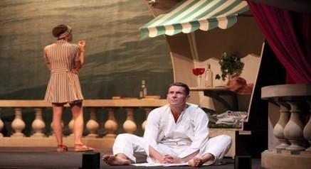 de gauche à droite  Sara Giraudeau et Julien Boisselier dans Scott et Zelda au Théâtre de la Bruyère (Crédit Photo Lot)