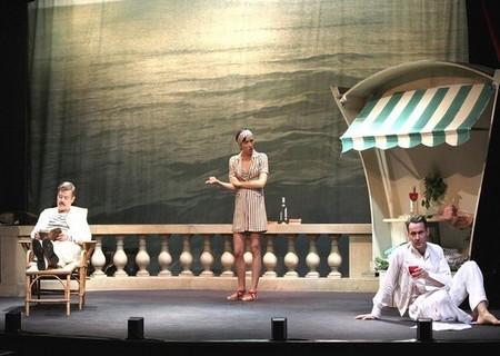 De gauche à droite : Jean-Paul Bordes; Sara Giraudeau et Julien Boisselier dans Scott et Zelda au Théâtre de la Bruyère (Crédit Photo Lot)