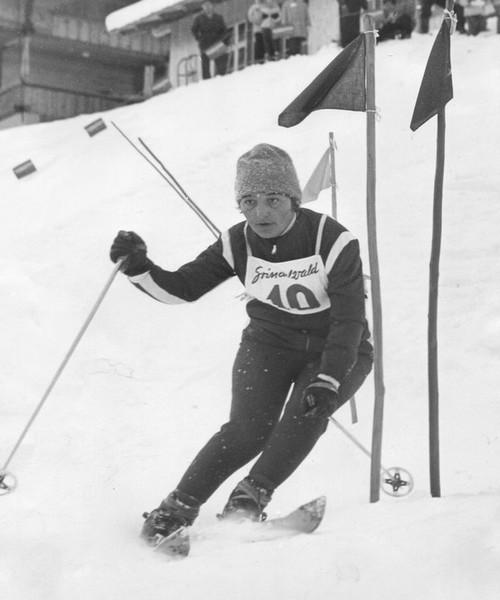 Thérèse la plus douée et la plus titrée des soeurs Leduc, toutes championnes de ski (Crédit photo collection Marguerite Leduc)