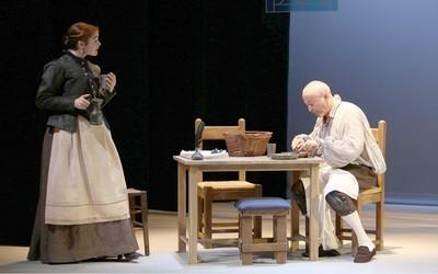"""Emmanuel Dechartre, Katia Miran dans la pièce """"Parce que c'était lui..."""" actuellement au Théâtre du Petit Montparnasse (Crédit Photo Lot)"""