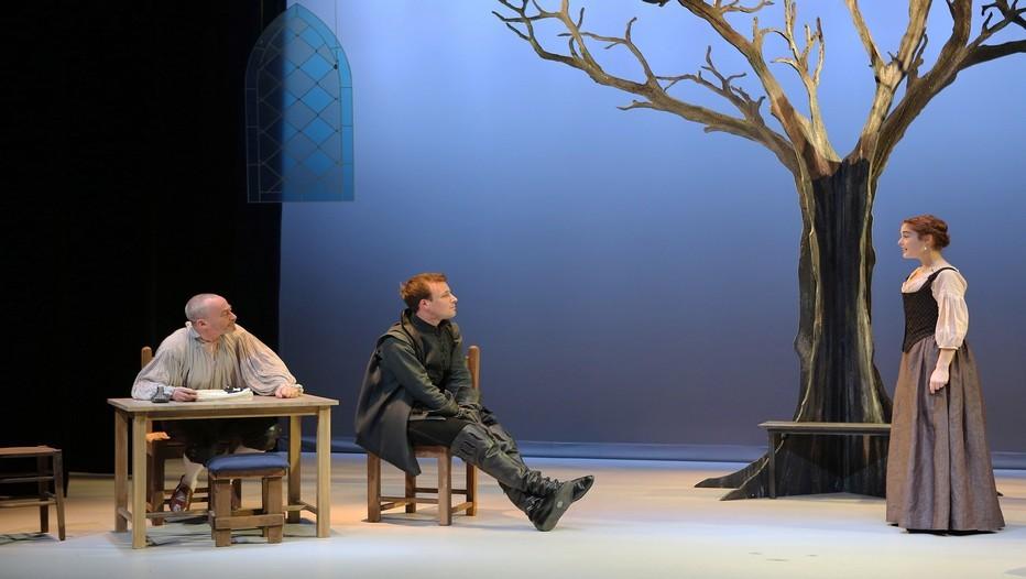 """Emmanuel Dechartre, Adrien Melin, Katia Miran dans la pièce """" Parce que c'était lui..."""" actuellement au Théâtre du Petit Montparnasse (Crédit Photo LOT)"""