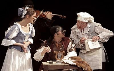 Une scène du spectacle Cyrano de Bergerac actuellement au Théâtre Michel (Photo Théâtre Michel)