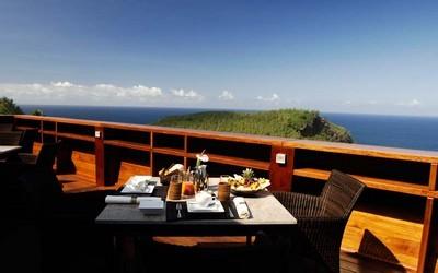 Fabien Guillaume, le chef de cuisine du Palm Hôtel & Spa et ses équipes de sommellerie organisent une soirée gastronomique pour les papilles les plus gourmandes, en accords mets et vins.(Crédit Photo Palm Hôtel)