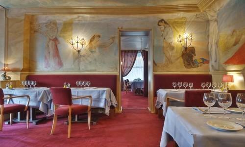 Une des salles du Méditerranée décorée par le grand peintre Christian Bérard (Photo DR)