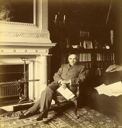 Georges Clemenceau dans son bureau de la rue Franklin, septembre 1898 (Crédit photo Dornac - Paris, coll. musée Clemenceau)