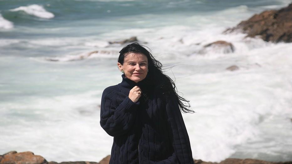 """Irène Frain : """" En Bretagne, nous avons eu depuis toujours la volonté de rebondir. En cela, nous ressemblons à ces formidables réservoirs d'énergie humaine que sont l'Inde, la Chine ou l'Afrique. Souvent, je me sens bien dans ces pays parce que c'est ce que j'ai connu gamine."""" (Crédit photo D.R.)"""