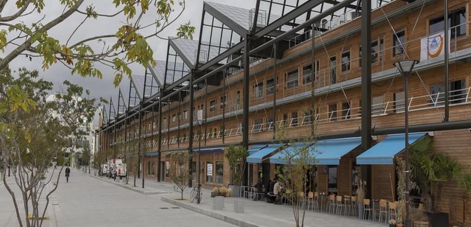 Yves-Robert est la nouvelle auberge de jeunesse située 20 rue Pajol dans le 18e arrondissement à cinq minutes à pied de la Gare du Nord, tout près de la Gare de l'Est et à moins de deux heures des autres capitales européennes.(Crédit Photo DR)