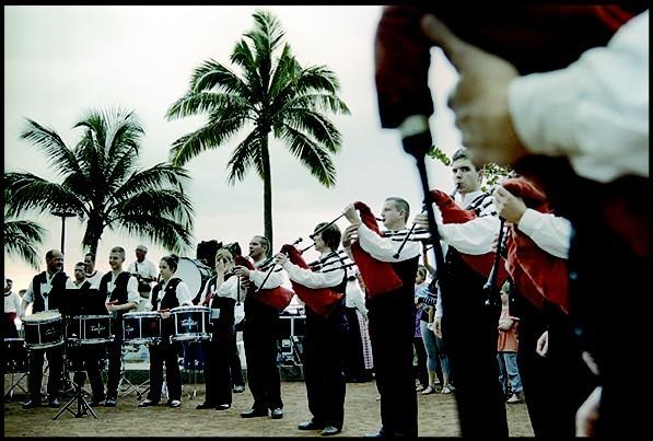 Créée en 1951 par les cheminots d'Auray, - dans la lignée du mouvement de sauvegarde et de réappropriation par les Bretons de leur culture et musique traditionnelle, la Kevrenn Alré est l'un des plus anciens et plus prestigieux ensembles de musique et danse d'inspiration traditionnelle bretonne. (Crédit photo DR)