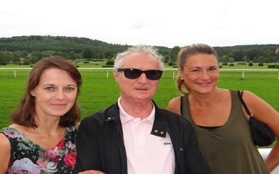 L'auteure Christelle Williatte (à gauche) aux côtés des acteurs Daniel Prévost et Marion Dumas. (Crédit photo Bertrand Munier)