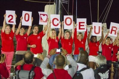 Arrivée en Guadeloupe. Tanguy de Lamotte entouré des femmes skippers soutenant l'association Initiatives-Coeur (Crédit photo DR)