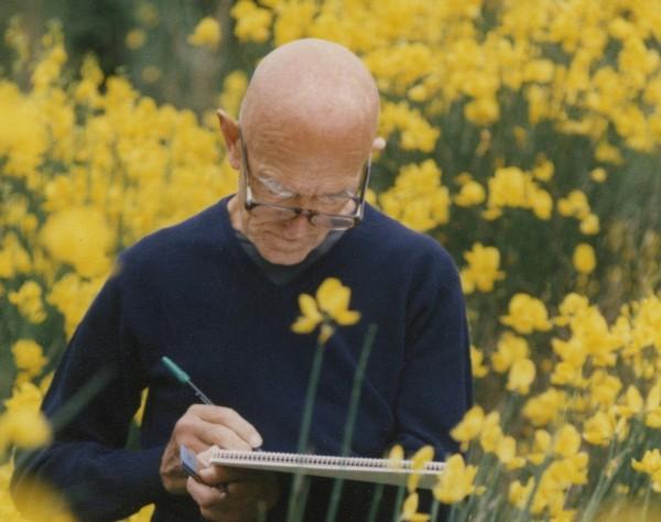 """Dom Robert : """"- « L'impression que je cherchais était d'être couché dans un champ d'ombelles et de voir les fleurs dans les lumières du matin et du soir »."""" (Crédit photo CRT Sorèze)"""