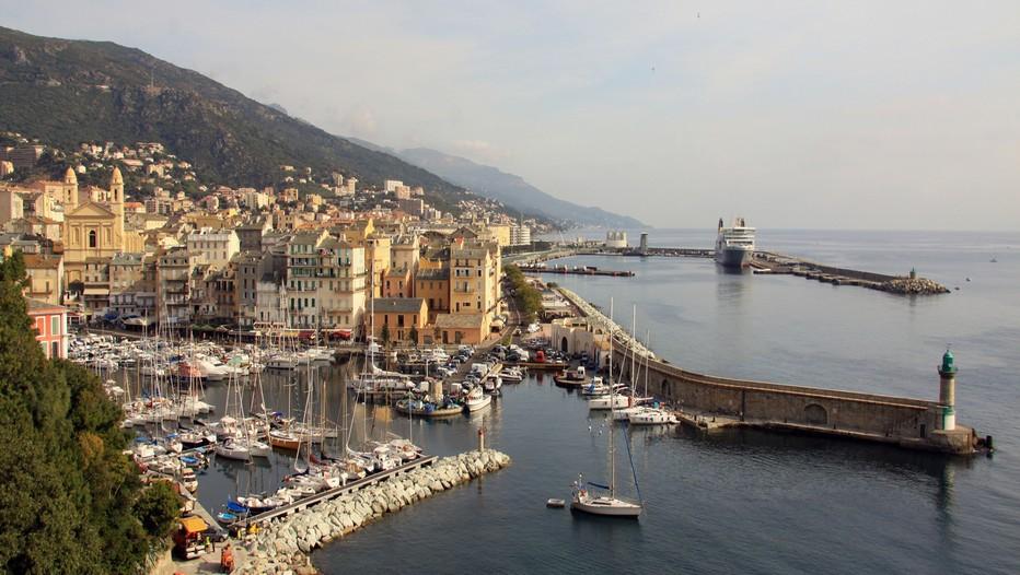 Vue d'ensemble sur le port de Bastia (© Sylvain Alessandri)