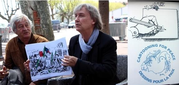 Les dessinateurs Jean Plantu (à droite sur la photo) et Batti  (à gauche) ont inauguré le 22 avril l'affichage d'une sélection de caricatures qui restera accrochée jusqu'au mois de décembre sur les façades de l'office de tourisme de Bastia.(Crédit photo David Raynal)