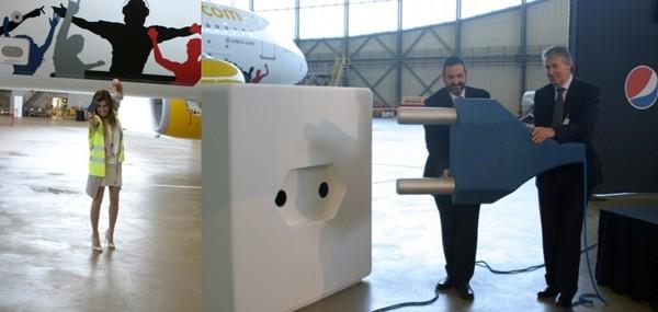 Les quatre premières rangées des avions de la Cie Vueling seront équipées de prises électriques et électroniques, classiques et ports USB.(© Richard Bayon)