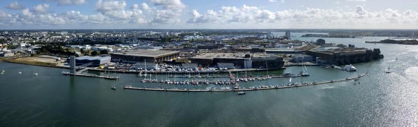 Le grand port du Morbihan est devenu l'épicentre européen de la course au large en réhabilitant l'immense espace (23 ha) de l'ancienne base de sous-marins, rebaptisée Lorient La Base.(  ©  DR)