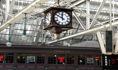 La très belle horloge située devant le Central bar station  à  Glasgow  (Crédit photo DR)