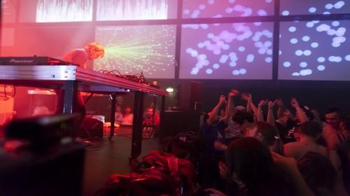En 2015, des live mettent à l'honneur la rencontre entre musique et arts numériques.(Crédit photo DR)