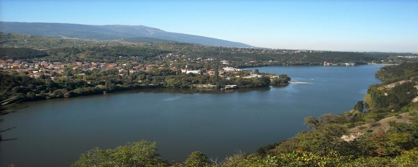Une balade touristique vers le Lac Pantcharévo situé dans un rayon de 25 km au sud-est de Sofia. Et tout autour le village du même nom. (Crédit photo Bulgarie.guide)