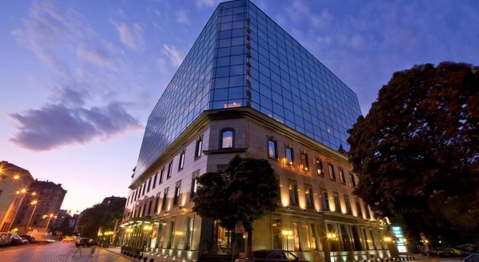 En plein centre de la capitale bulgare, le Grand Hôtel Sofia entièrement entouré de jardins, domine la ville. 122 chambres et 5 suites, réparties sur 9 étages.. L'établissement qui vient tout juste de fêter ses 11 ans d'existence allie luxe, élégance, modernisme et intimité. (Crédit photo DR)