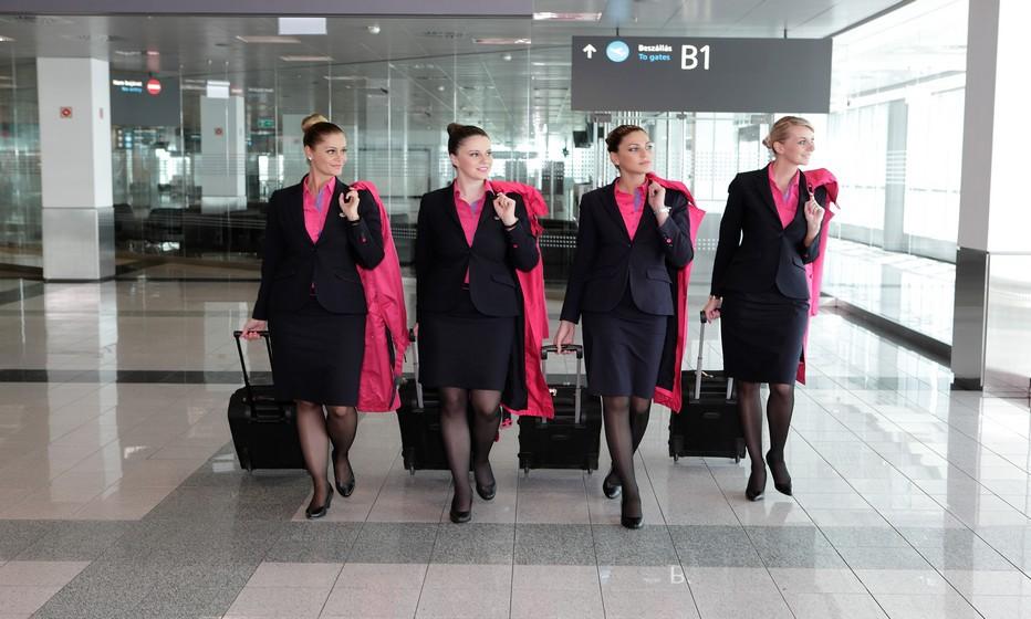 Les élégantes hôtesses de l'air de la Cie aérienne Wizz Air (Crédit photo DR)