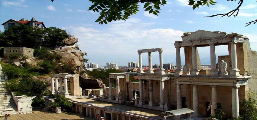 Le théâtre antique construit à la fin du 1er et au début du IIème siècle. Il domine la ville Sud de Plovdiv et fait face à la chaîne des Rodopi. © www.bulgariatravel.org