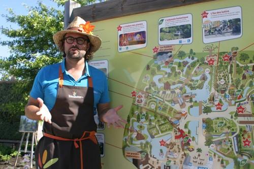 Les animateurs jardiniers passionnés et passionnants, également guides du parc, transmettent volontiers leur savoir et même leurs astuces aux jardiniers en herbe.. © Richard Bayon