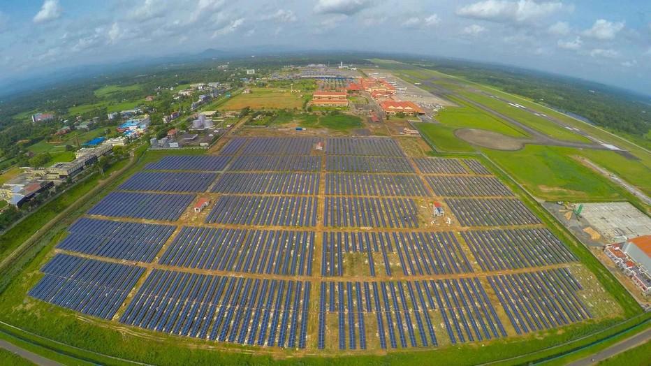 """Parc voltaïque de l""""aéroport solaire international de Cochin (Inde) le premier au monde. (Crédit photo DR)"""
