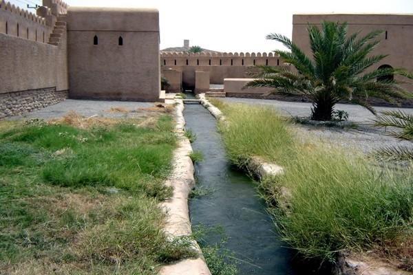 Au Sultanat d'Oman chaque village possède son falaj et on recense environ 10 000 réseaux hydrauliques disséminés dans tout le territoire.(Crédit photo DR)