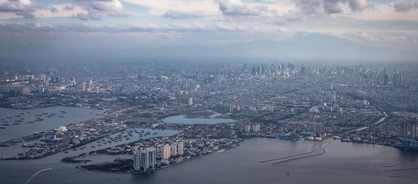Jakarta vue du ciel. La capitale indonésienne  est la deuxième métropole la plus peuplée au monde. (Crédit photo impressionsd'ailleurs.com)