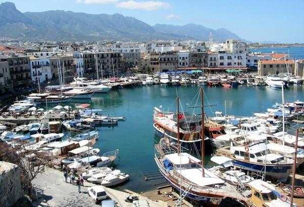 Héliades , le spécialiste des séjours dans les pays helléniques a décidé de programmer Chypre cet hiver avec des vols Paris/Province entre le 18 octobre et le 1er mai  2016 - Vue sur le port de Chypre - (Crédit photo Héliades)