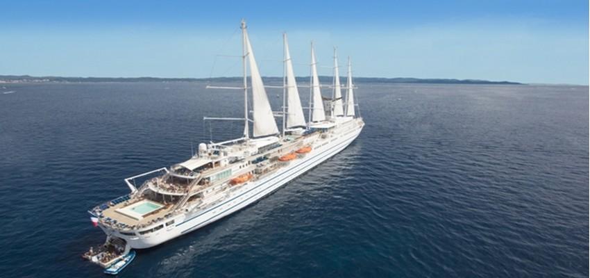 Avec sa silhouette racée et son design contemporain associant tonalités océanes et matériaux nobles, Le Club Med 2 reste fidèle à la grande tradition maritime.© DR.