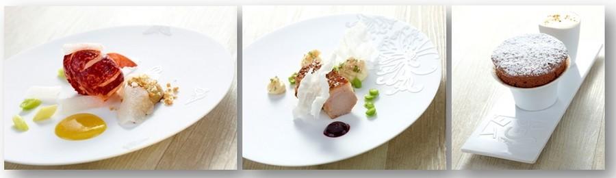 De gauche à droite :  Homard Breton et foie gras de canard, poireaux au naturel, Pulpe de kumquat et pickles de navets ; Agneau de lait « façon pré-salé », jus cerises, tourteaux, riz et petit pois « téléphone »; Mousse au chocolat soufflé. © DR