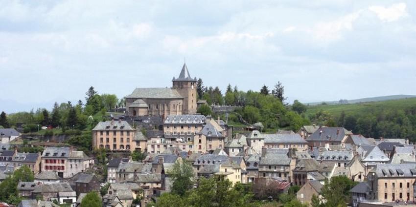 Le très joli village médiéval  de Laguiole au coeur de l'Aubrac  © DR