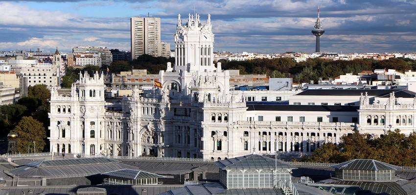 Vue sur l'élégant édifice de l'Hôtel de Ville.  © David Raynal