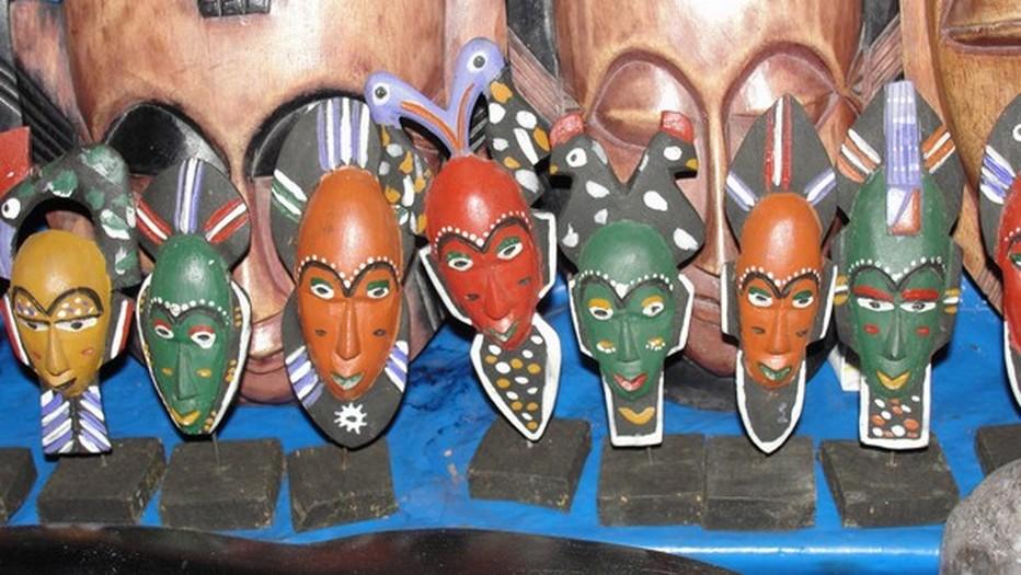 La sculpture des masques est l'un des arts majeurs des artistes ivoiriens.  © DR