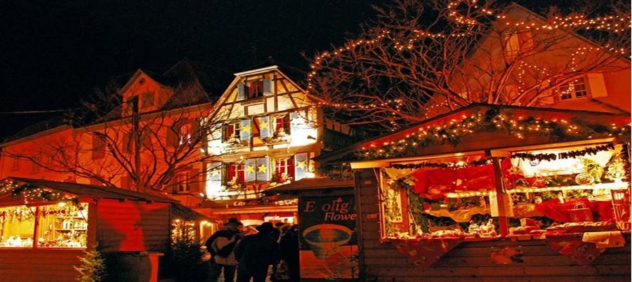 A Obernai , comme dans toute l'Alsace,  en décembre, la magie opère dès que la nuit vient dans une profusion de décors, de lumières, de chants et de bretzels...  © .O.T. Obernai