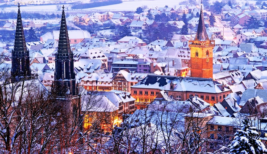 Obernai sous la neige (Alsace)... Pays du Sapin, pays des Etoiles... ici persistent de jolies traditions de Noël.  © O.T. Obernai