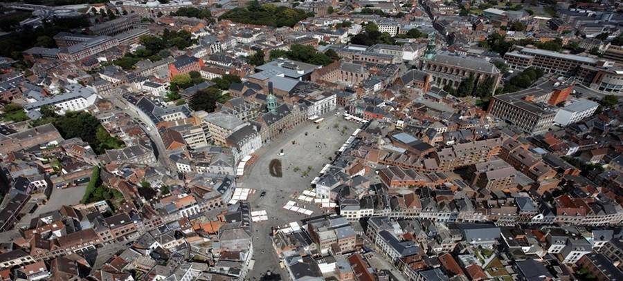 Vue aérienne de la grande place de Mons berceau de Lysiane Demjanin © Mairie de Mons