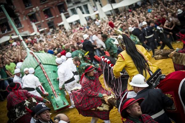 La Procession du Car d'Or à Mons existe depuis 657 ans et est reconnu patrimoine oral et immatériel de l'humanité par l'Unesco. © Grégory Mathelot
