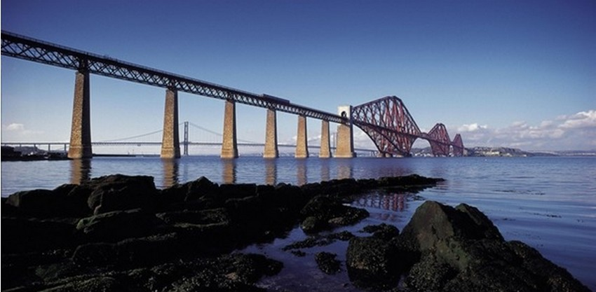 Les trois Forth Bridges traversent le Firth of Forth et sont les principaux liens de transport entre les côtes d'Edimbourg et de Fife.©visitscotland.com