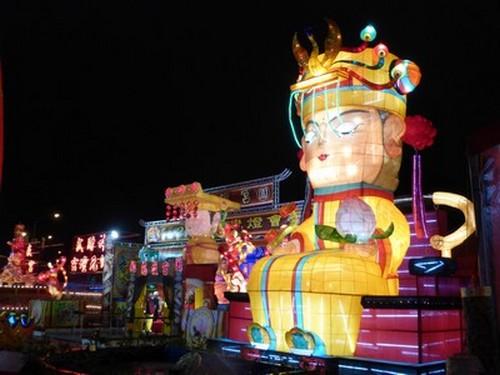 Le jour de l'an chinois à Taïwan , une occasion festive aux multiples facettes, apothéoses éclatantes signant de la plus jolie façon l'accueil de la nouvelle année.  © Catherine Gary