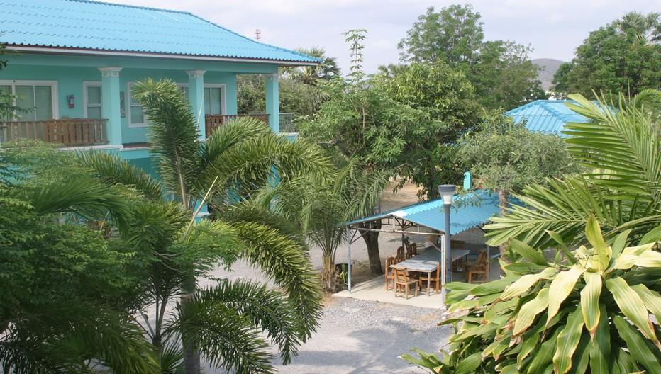 Hôtel Romanee Resort : halte de verdure et de charme. posé face au littoral  à  seulement  25km, au sud de la célèbre station balnéaire de Hua Hin, très prisée des touristes. © Richard Bayon