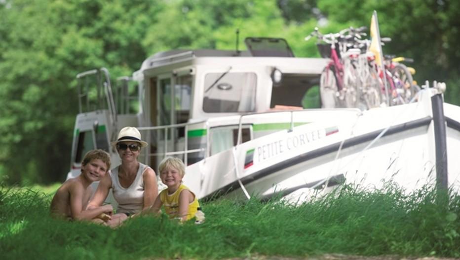 Echappée belle en famille en pénichette sur le Canal du Midi © Locaboat