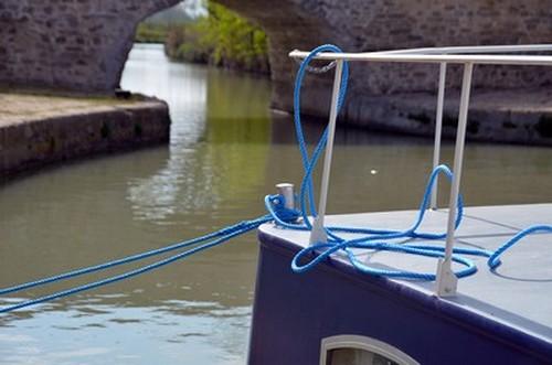 Le plasir de naviguer  sur les eaux du Canal du Midi et  de profiter sur un rythme lent des paysages du département de l'Hérault. © David Raynal