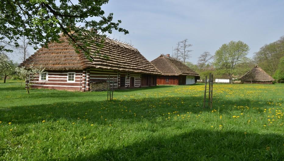 Le Skansen de Sanok,village ethnographique, l'un des plus vastes musées en plein air d'Europe qui fait revivre un gros village en bois d'autrefois. © O.T.Pologne